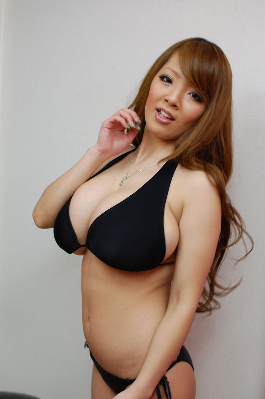 【爆乳エロ画像】「世界一凄いオッパイポルノ女優」Hitomiの爆乳エロ画像!(50枚) 44