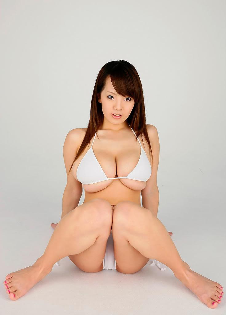 【爆乳エロ画像】「世界一凄いオッパイポルノ女優」Hitomiの爆乳エロ画像!(50枚) 50