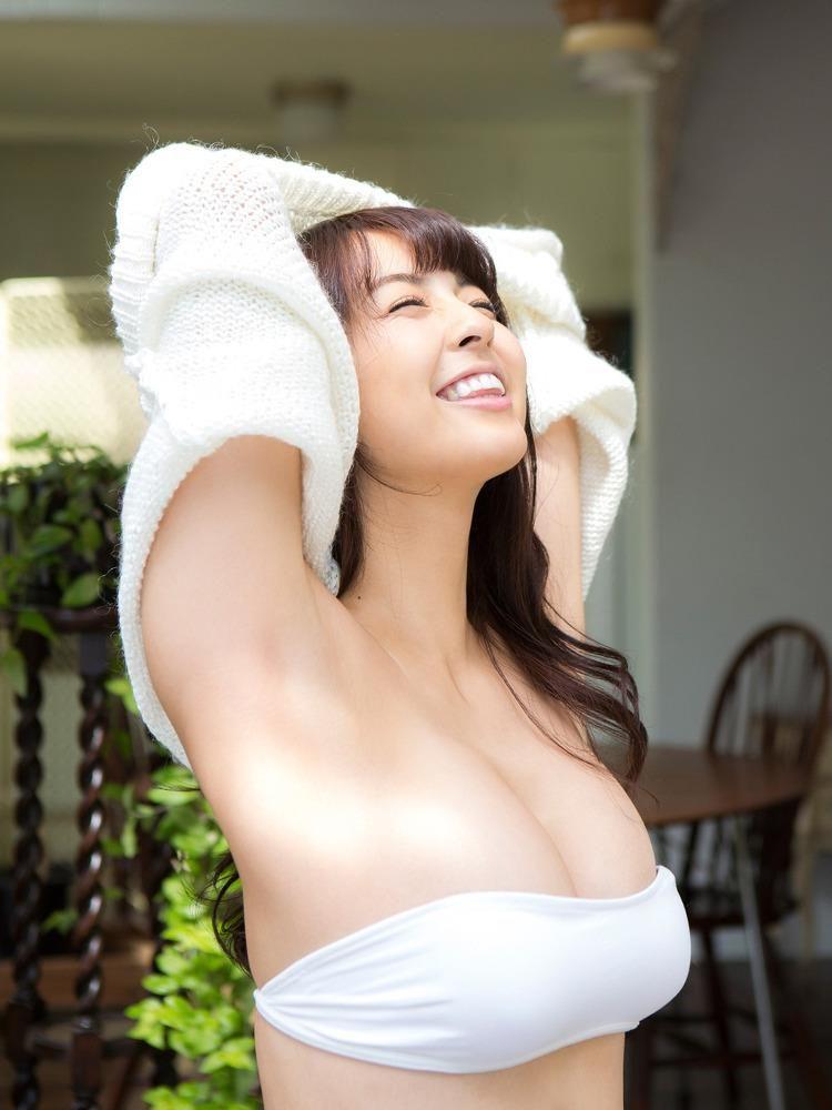【グラビアエロ画像】ビキニの女神降臨!柳ゆり菜のセクシー画像!(54枚) 40
