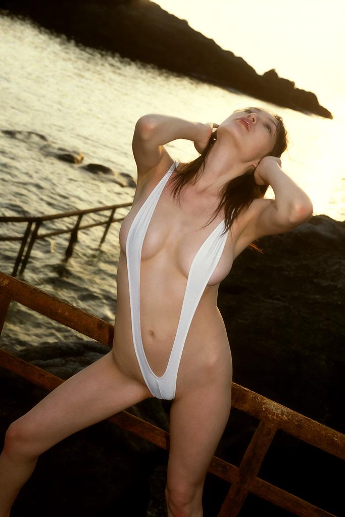 【水着エロ画像】極小過激水着がエロ過ぎて股間が大きくなったったw(52枚) 19