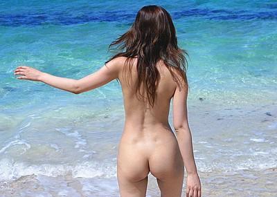 【後ろ姿エロ画像】美女の背中が艶めかしいwwww(50枚)