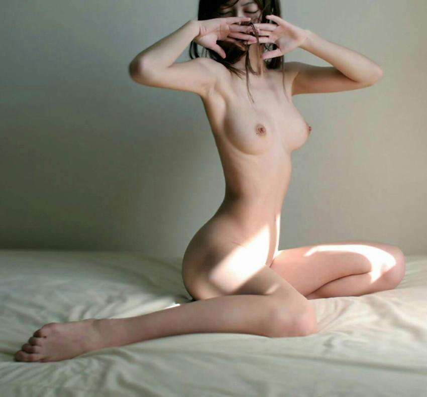 【ヌードエロ画像】牡丹のように美しい座っている女の子たちのエロ画像w(55枚) 21