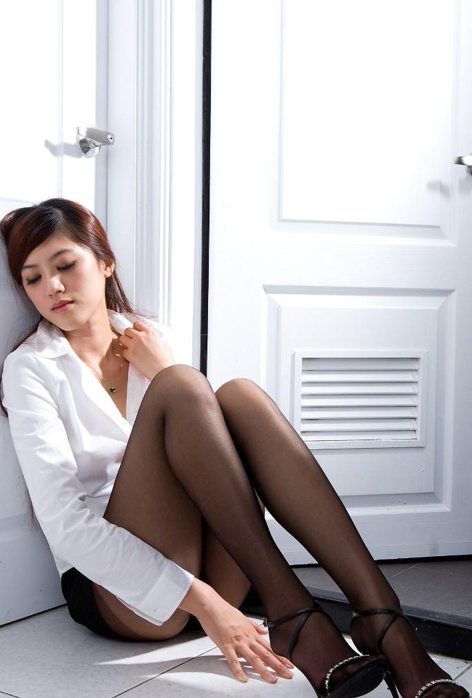 【ヌードエロ画像】牡丹のように美しい座っている女の子たちのエロ画像w(55枚) 35