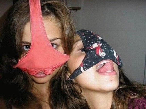 【素人エロ画像】気分はエクスタシー!!パンツを被った娘たちがHENTAIすぎるw(50枚) 12