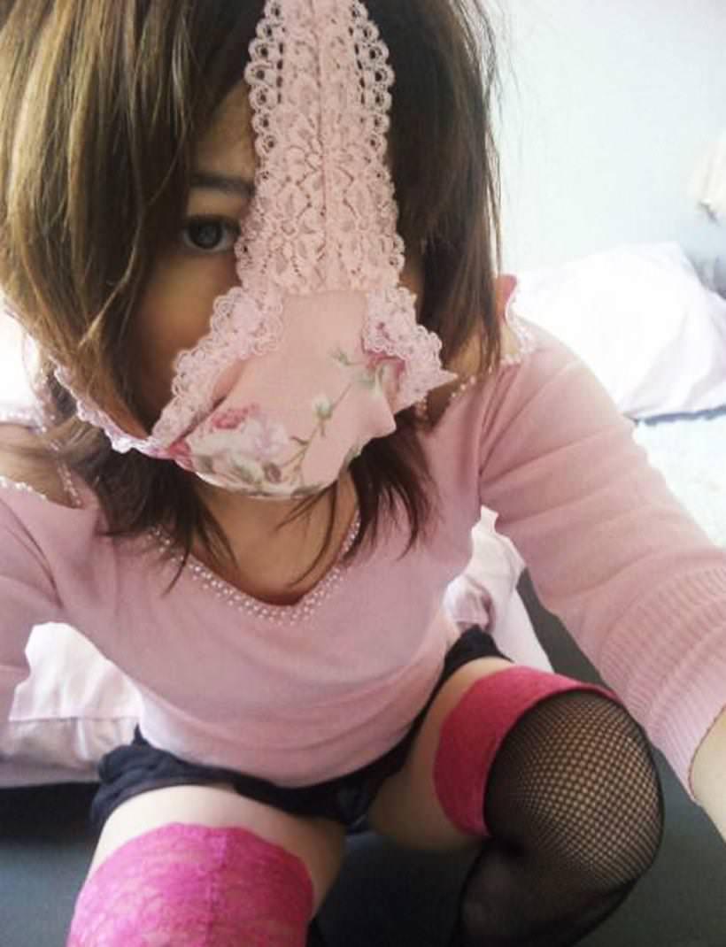 【素人エロ画像】気分はエクスタシー!!パンツを被った娘たちがHENTAIすぎるw(50枚) 16