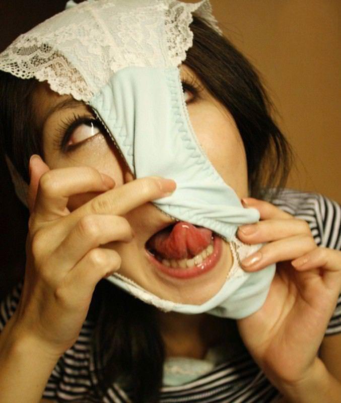 【素人エロ画像】気分はエクスタシー!!パンツを被った娘たちがHENTAIすぎるw(50枚) 36