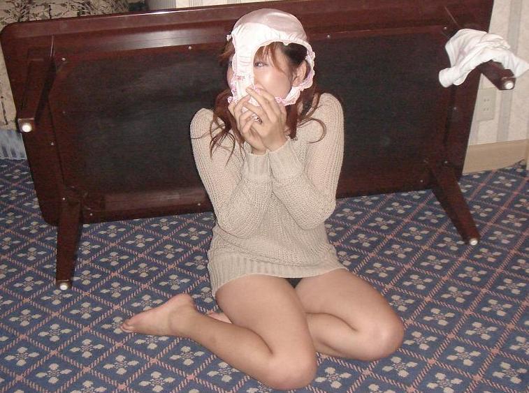 【素人エロ画像】気分はエクスタシー!!パンツを被った娘たちがHENTAIすぎるw(50枚) 38