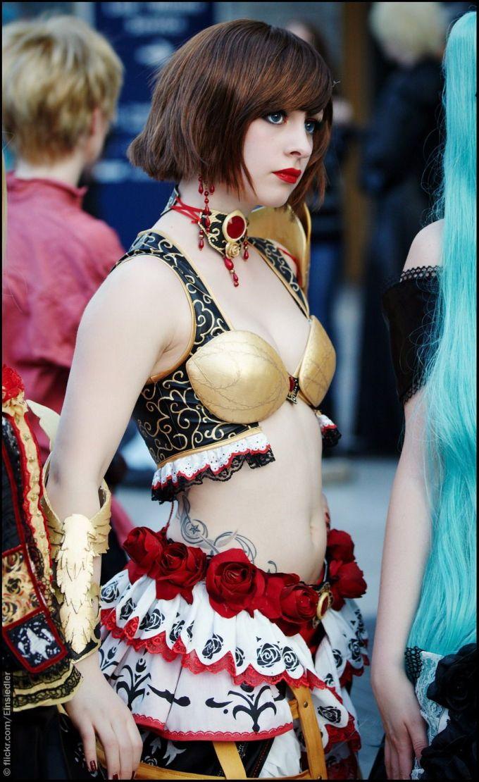 【着衣エロ画像】外国人女性のコスプレ姿!衣装負けしないグラマラスボディ!(50枚) 28