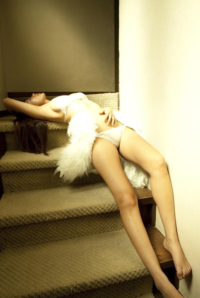 【半裸エロ画像】松本さゆきの過激なセミヌード・下着姿がぐう抜けるww(52枚) 13