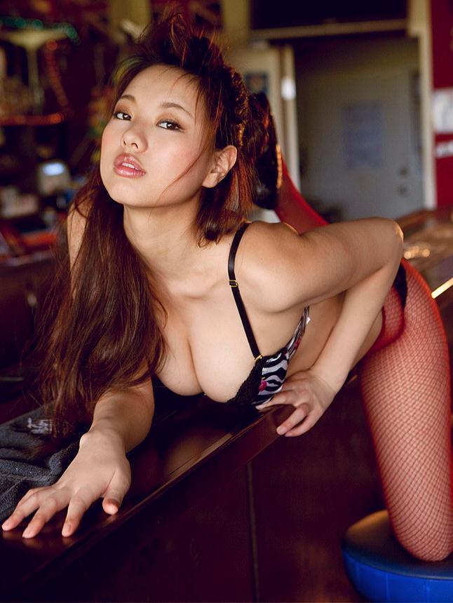 【半裸エロ画像】松本さゆきの過激なセミヌード・下着姿がぐう抜けるww(52枚) 27