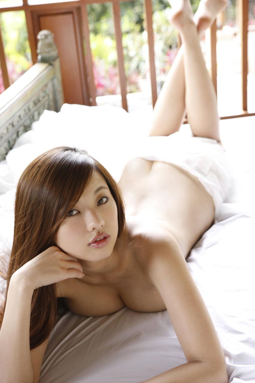 【半裸エロ画像】松本さゆきの過激なセミヌード・下着姿がぐう抜けるww(52枚) 35