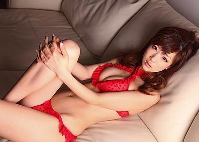 【赤下着エロ画像】情熱と生命力に溢れた緋色!美女の赤下着姿に大興奮!(50枚)
