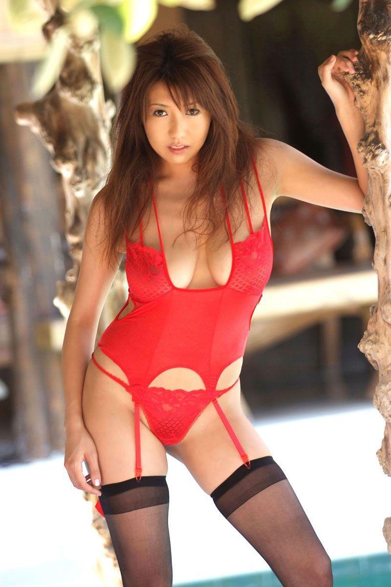 【赤下着エロ画像】情熱と生命力に溢れた緋色!美女の赤下着姿に大興奮!(50枚) 07
