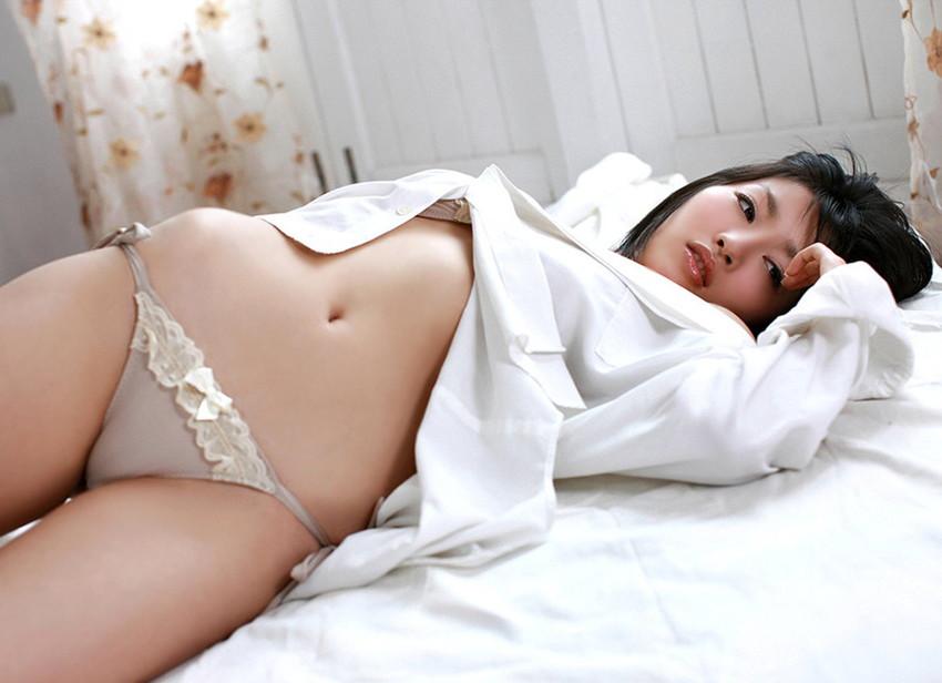 【ワイシャツエロ画像】美女の白シャツ姿がエロいw裸ワイシャツ最高wwww(52枚) 09