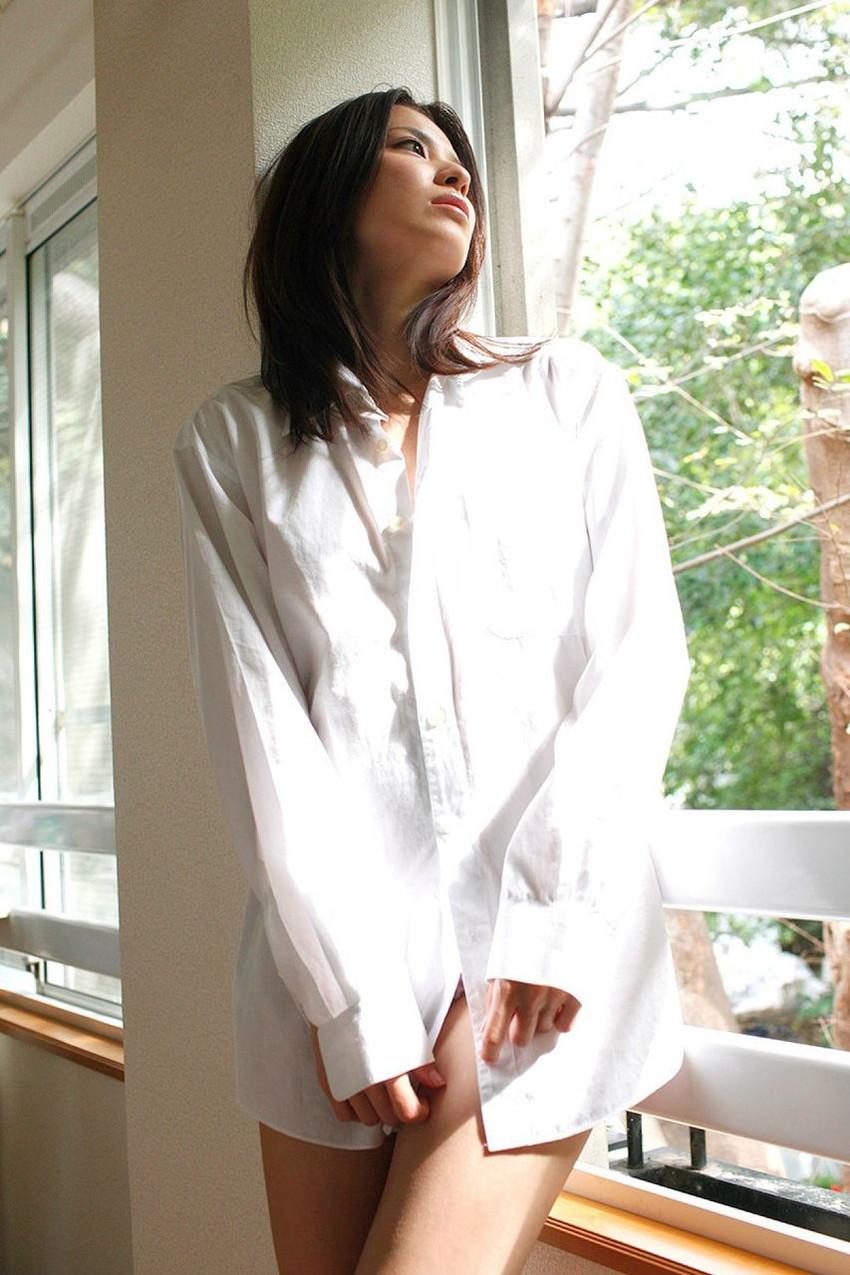 【ワイシャツエロ画像】美女の白シャツ姿がエロいw裸ワイシャツ最高wwww(52枚) 10