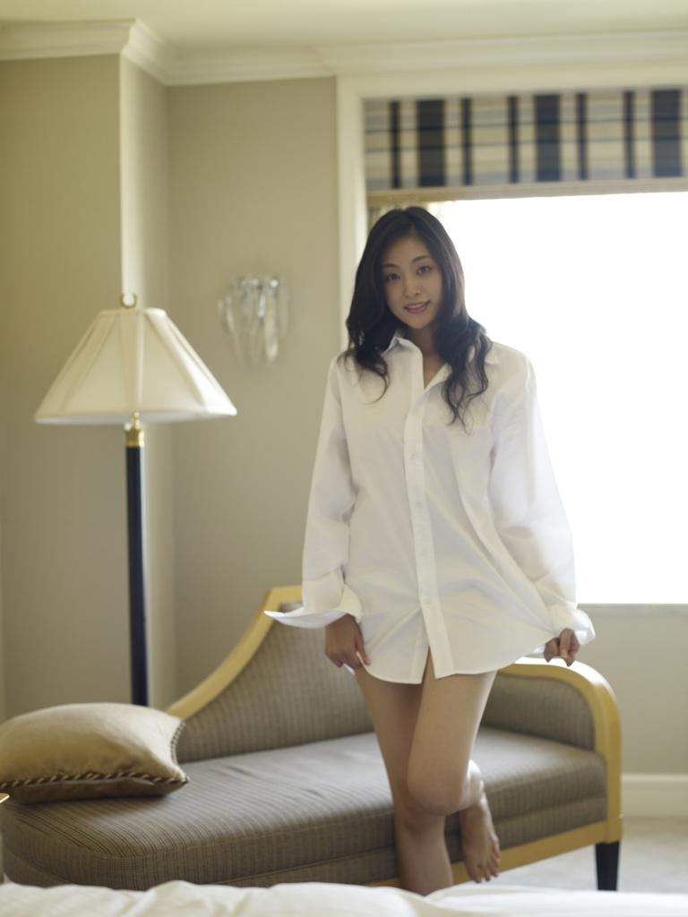 【ワイシャツエロ画像】美女の白シャツ姿がエロいw裸ワイシャツ最高wwww(52枚) 32