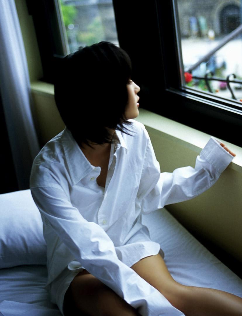 【ワイシャツエロ画像】美女の白シャツ姿がエロいw裸ワイシャツ最高wwww(52枚) 51