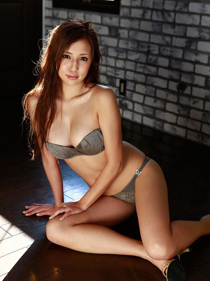 【グラビアエロ画像】丸高愛実の谷間に興奮できるセクシー画像wwww(50枚) 37