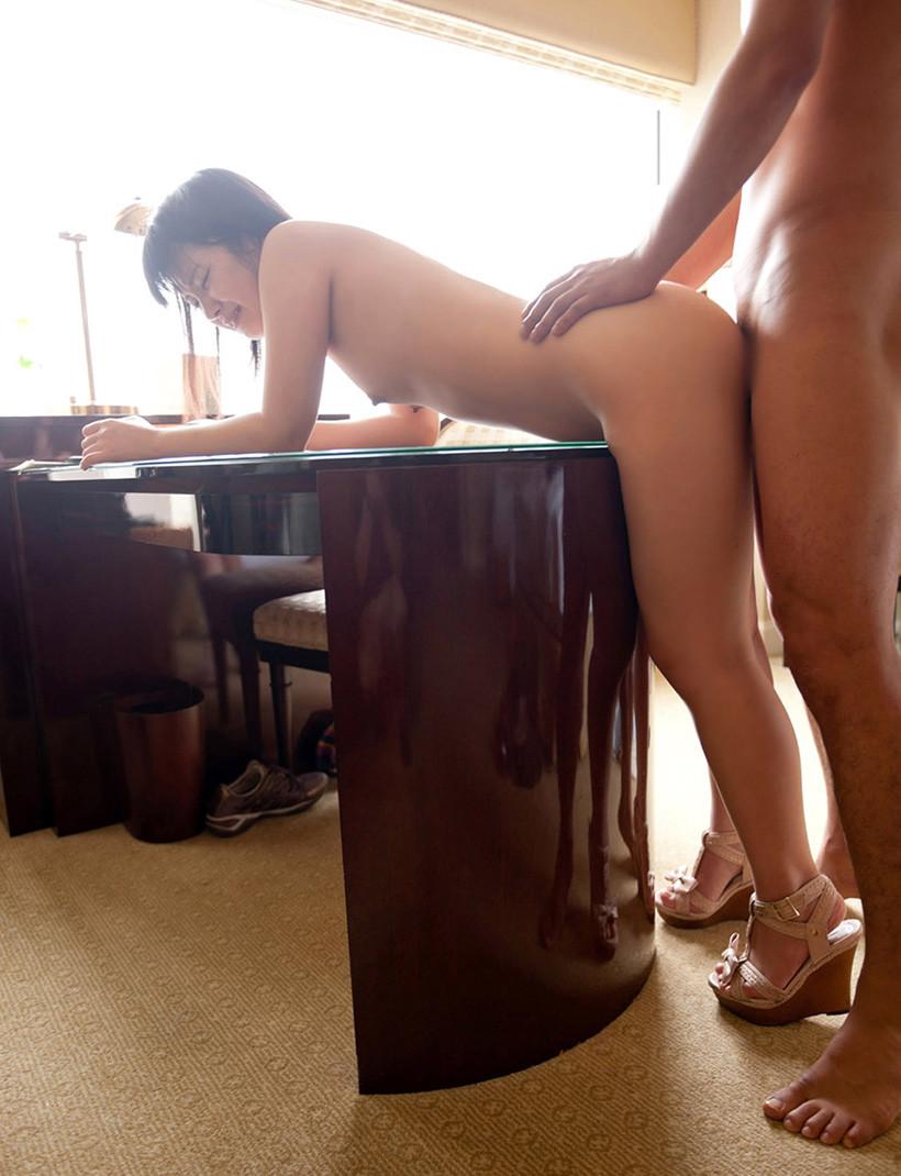 【SEXエロ画像】碁盤攻めとかいう狭い場所でのセックルに向いた体位www(50枚) 42