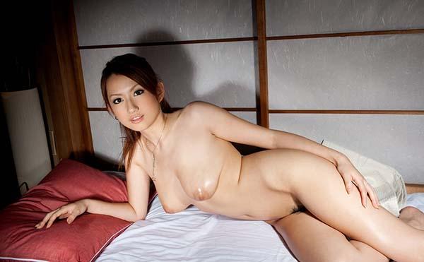 【ヌードエロ画像】スレンダー美巨乳がセクシーな音羽レオンのエロ画像!(50枚) 46