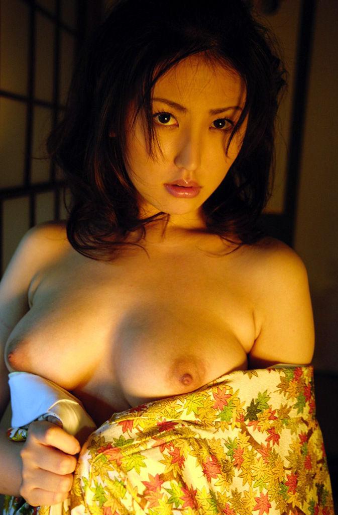 【半脱ぎエロ画像】和服美人たちの着崩れた姿が色っぽいwwww(50枚) 09