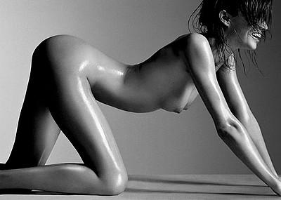 【白黒エロ画像】光と影の共演!美女のモノクロエロ画像が美しい!(50枚)