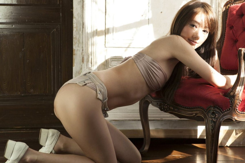 【グラビアエロ画像】華子の水着・セミヌード姿がエロ美しいwwww(50枚) 44