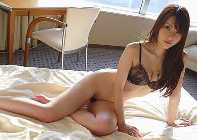 【下着エロ画像】パン一姿やブラ一姿の美女が放つ魅力にノックアウト寸前w(50枚)