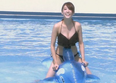 【水着キャプ画像】早く見たい水着美女達!今年の夏までもぉちょっと!!