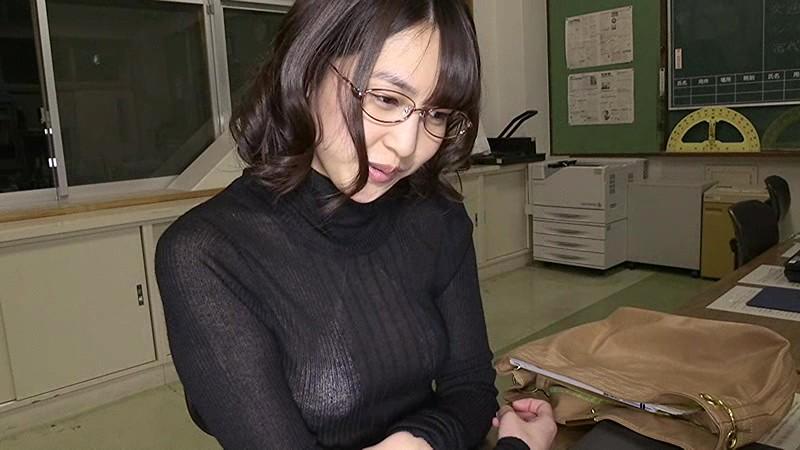 【小柳歩エロ画像】エッチな水着姿や知的な眼鏡スーツ姿がメチャカワw(50枚) 04