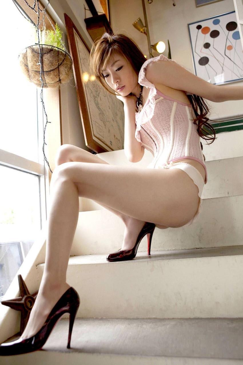 【美脚エロ画像】美女のスベスベしてそうな生足がセクシー!(50枚) 13