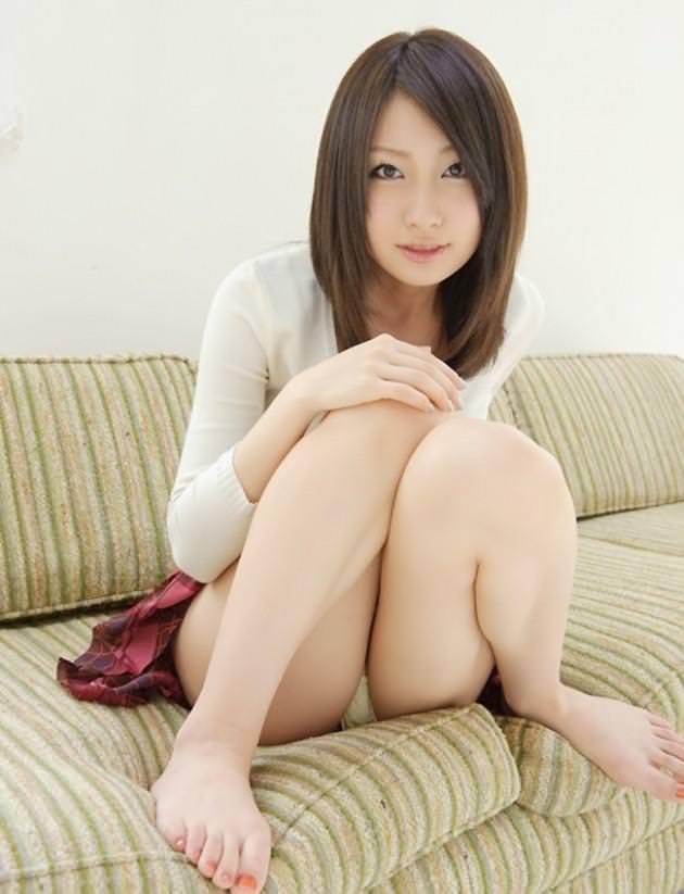 【美脚エロ画像】美女のスベスベしてそうな生足がセクシー!(50枚) 31