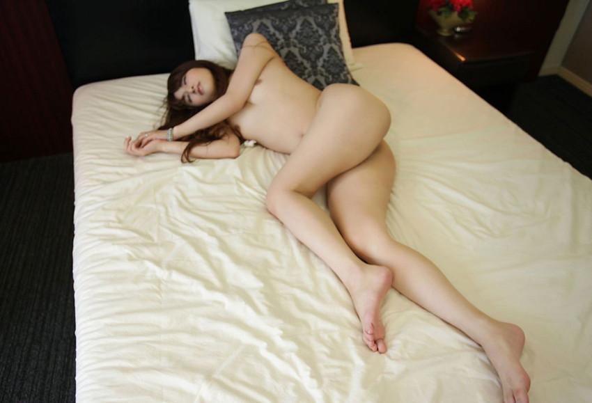 【美脚エロ画像】美女のスベスベしてそうな生足がセクシー!(50枚) 46