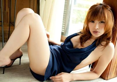 【美脚エロ画像】美女のスベスベしてそうな生足がセクシー!(50枚) 17