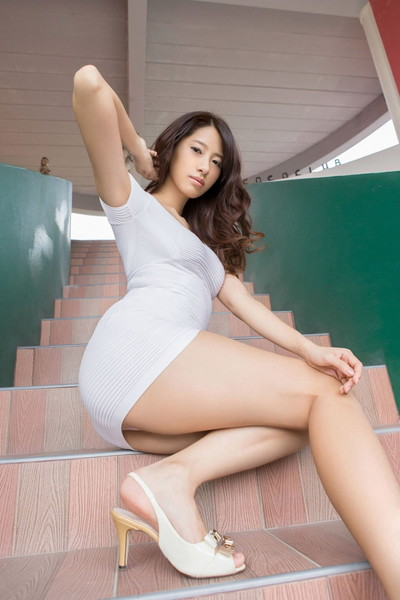 【美脚エロ画像】美女のスベスベしてそうな生足がセクシー!(50枚) 40