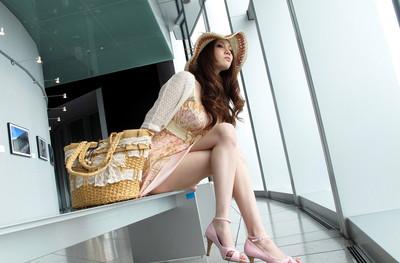 【美脚エロ画像】美女のスベスベしてそうな生足がセクシー!(50枚) 44