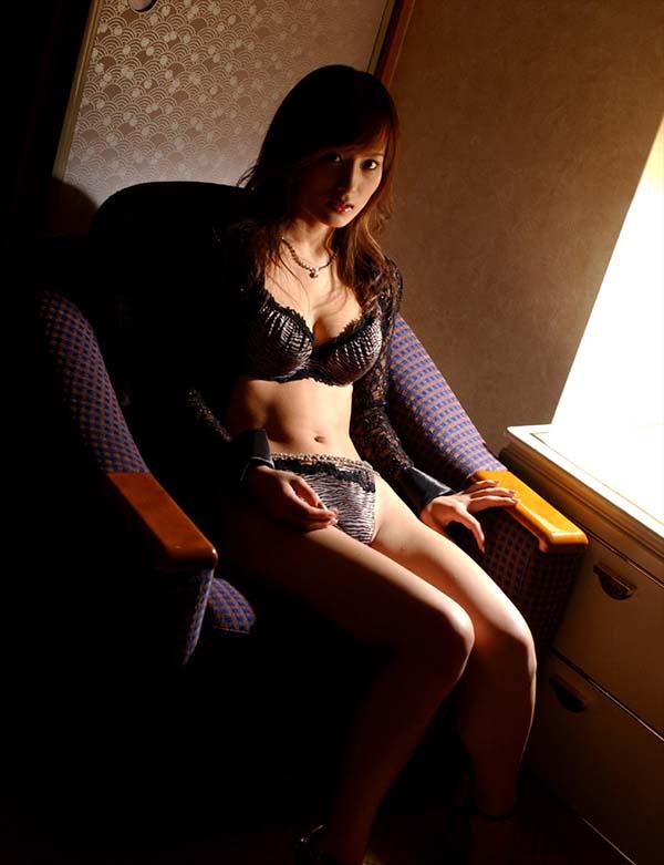 【美竹涼子エロ画像】整った顔立ちやスレンダーボディが美しいヌード画像!(50枚) 24