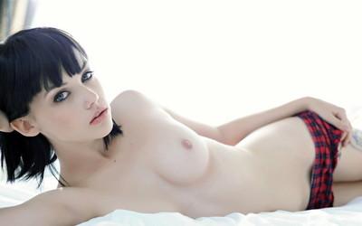 【上半身裸エロ画像】生おっぱいの魅力を存分に発揮するトップレス美女ww(50枚) 22