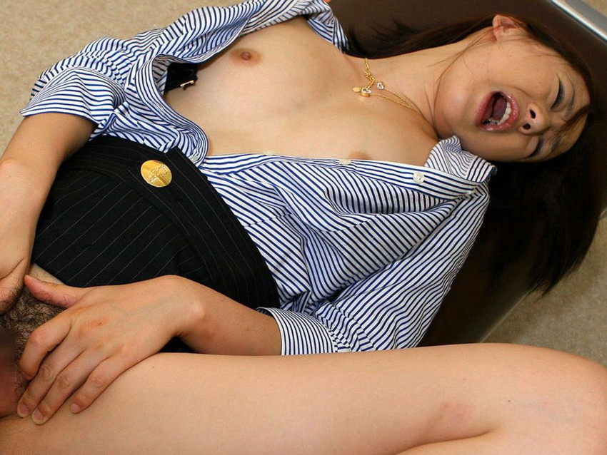 【OLエロ画像】オフィスでエッチやフェラチオ,オナニーをしちゃう淫乱OLたち!上司に枕営業をしている画像もあります 03
