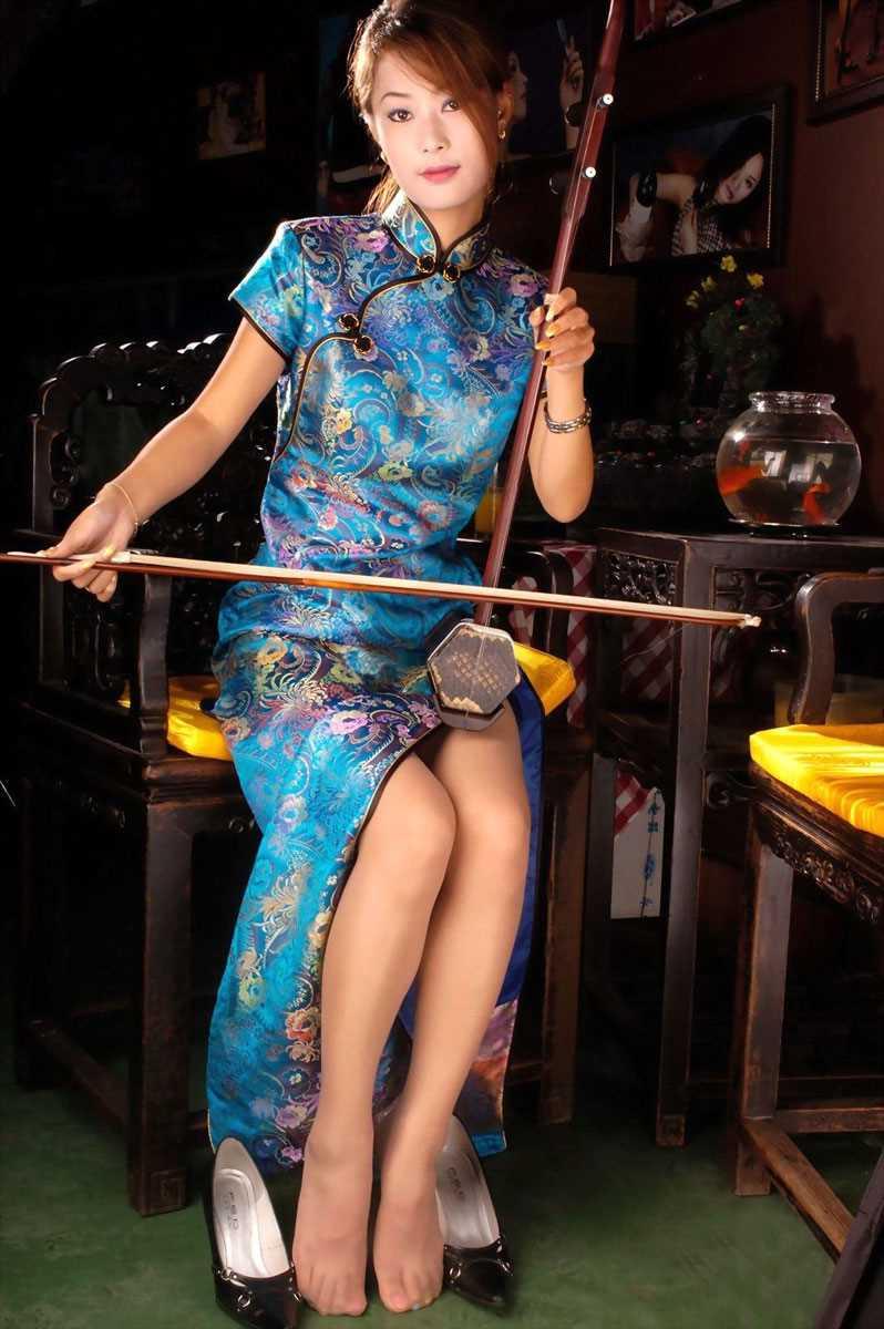 【チャイナドレスエロ画像】チャイナドレスのスリッドから見えるムチムチの太ももに大興奮しガン見!スケベすぎるチャイナドレスを着ている女の子の画像を集めました。 13