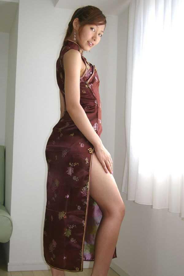 【チャイナドレスエロ画像】チャイナドレスのスリッドから見えるムチムチの太ももに大興奮しガン見!スケベすぎるチャイナドレスを着ている女の子の画像を集めました。 14