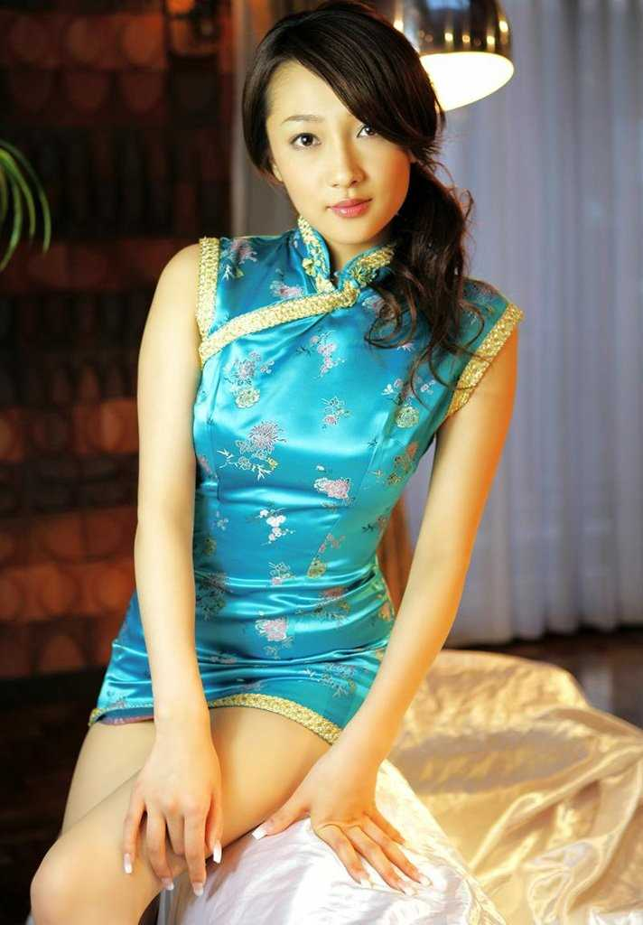 【チャイナドレスエロ画像】チャイナドレスのスリッドから見えるムチムチの太ももに大興奮しガン見!スケベすぎるチャイナドレスを着ている女の子の画像を集めました。 33