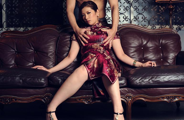 【チャイナドレスエロ画像】チャイナドレスのスリッドから見えるムチムチの太ももに大興奮しガン見!スケベすぎるチャイナドレスを着ている女の子の画像を集めました。 45
