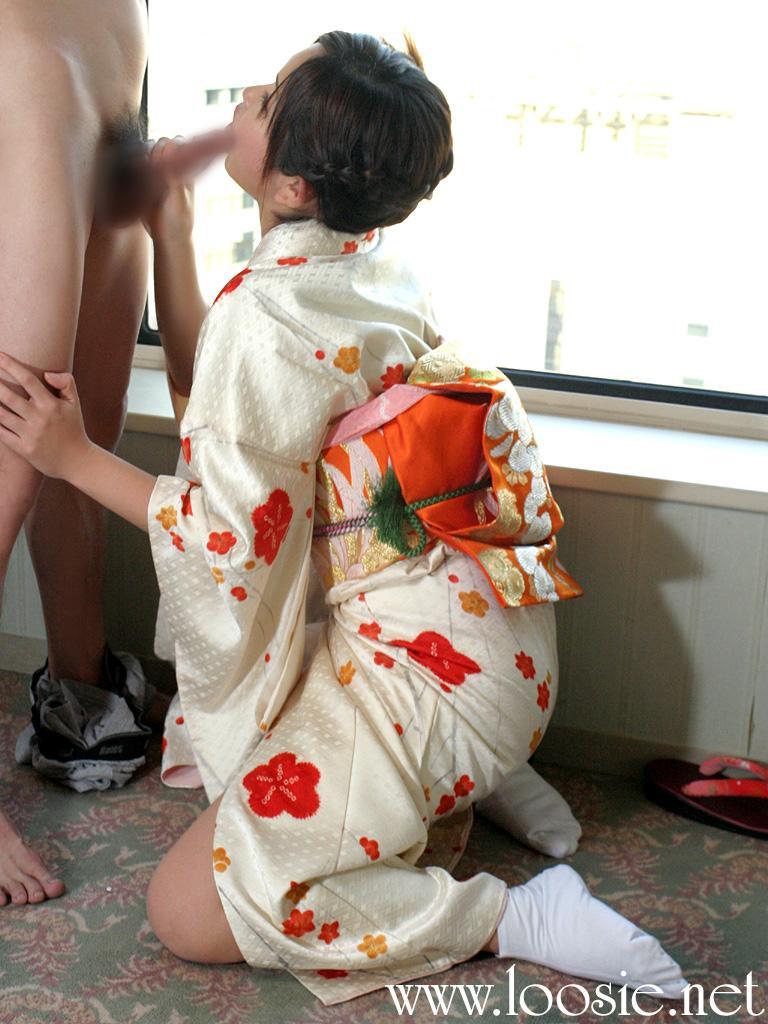 【和服エロ画像】セクシーな着崩し具合の着物や浴衣の画像!スケベな妄想が膨らみます! 16