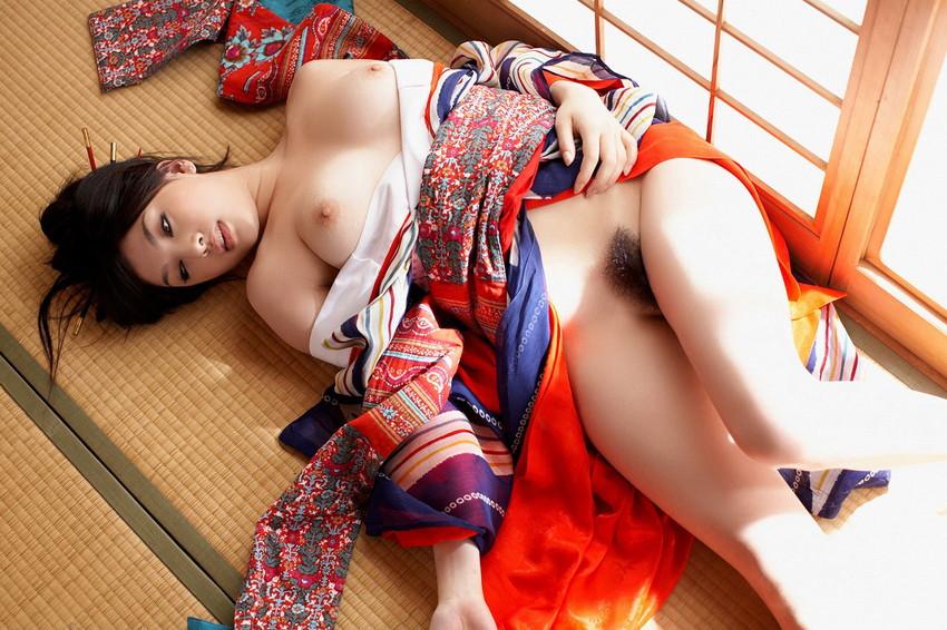 【和服エロ画像】セクシーな着崩し具合の着物や浴衣の画像!スケベな妄想が膨らみます! 21