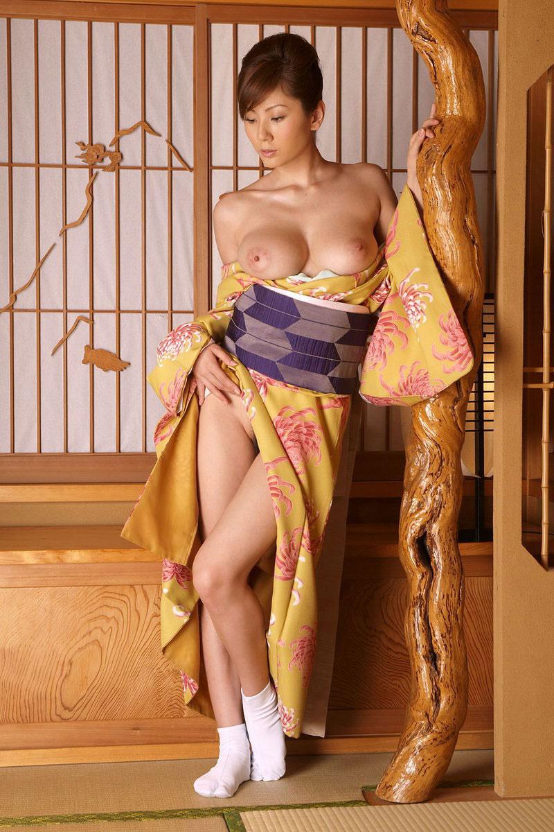 【和服エロ画像】セクシーな着崩し具合の着物や浴衣の画像!スケベな妄想が膨らみます! 30