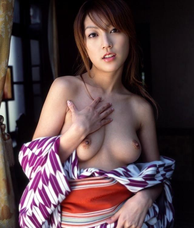 【和服エロ画像】セクシーな着崩し具合の着物や浴衣の画像!スケベな妄想が膨らみます! 50