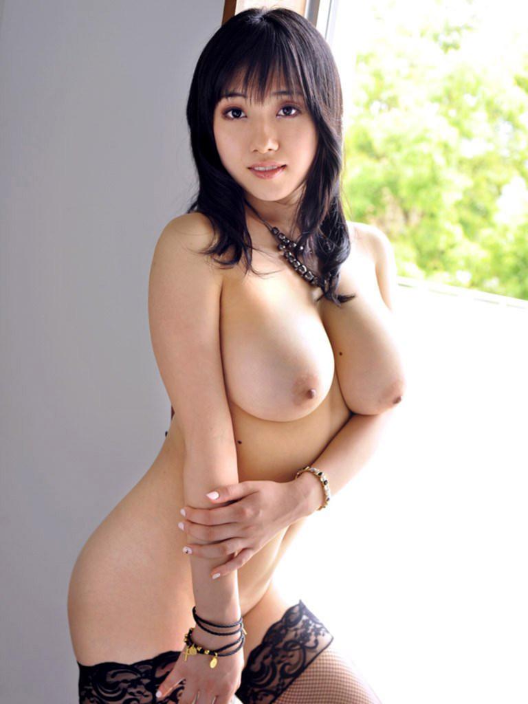【美乳エロ画像】美人の美乳!綺麗なお椀型のおっぱい,貧乳,巨乳まで色々揃っています! 08