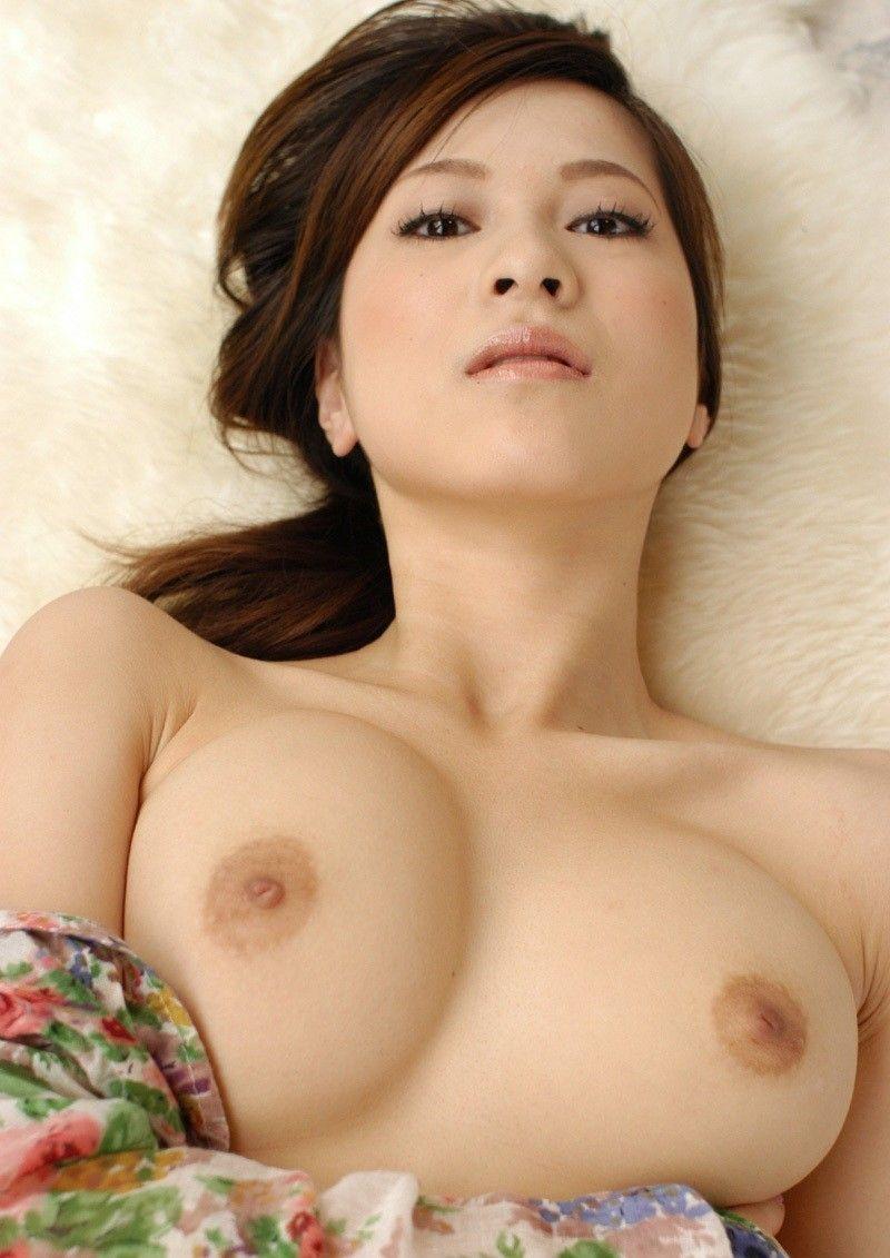 【美乳エロ画像】美人の美乳!綺麗なお椀型のおっぱい,貧乳,巨乳まで色々揃っています! 20