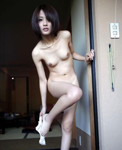 【若妻エロ画像】20代から30代くらいの人妻の色気がムンムン伝わってくるスケベな画像!セックス画像は少なめです 28